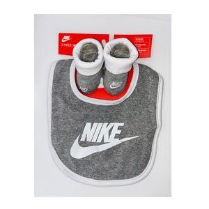 New Nike bib & sock set